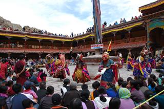 งานเทศกาลหน้ากาก (Mask Dance) วัดเฮมิส