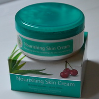 ครีมบำรุงผิว Nourishing Skin Cream by Himalaya Herbals