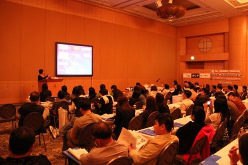 นพ. ณัฐวุฒิ บรรยายวิชาการเรื่อง โรคตาแห้ง Meibomian Gland Dysfunction in Surgical Aspects ให้จักษุแพทย์ฟัง  ณ ประเทศญี่ปุน