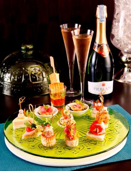 โปรโมชั่นส่วนลดพิเศษ:- ลิ้มรสทาปาสคู่ไวน์รสเลิศกับโปรโมชั่น Couple Day ณ ซัฟไฟร์ บาร์ โรงแรม เดอะ สุโกศล กรุงเทพฯ