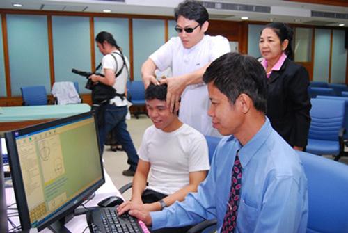 บทความสาระน่ารู้-:หลักสูตรนวดแผนไทยไฮเทค ผุด-เดซี่-หนุนคนโลกมืดสอบใบประกอบโรคศิลปะ